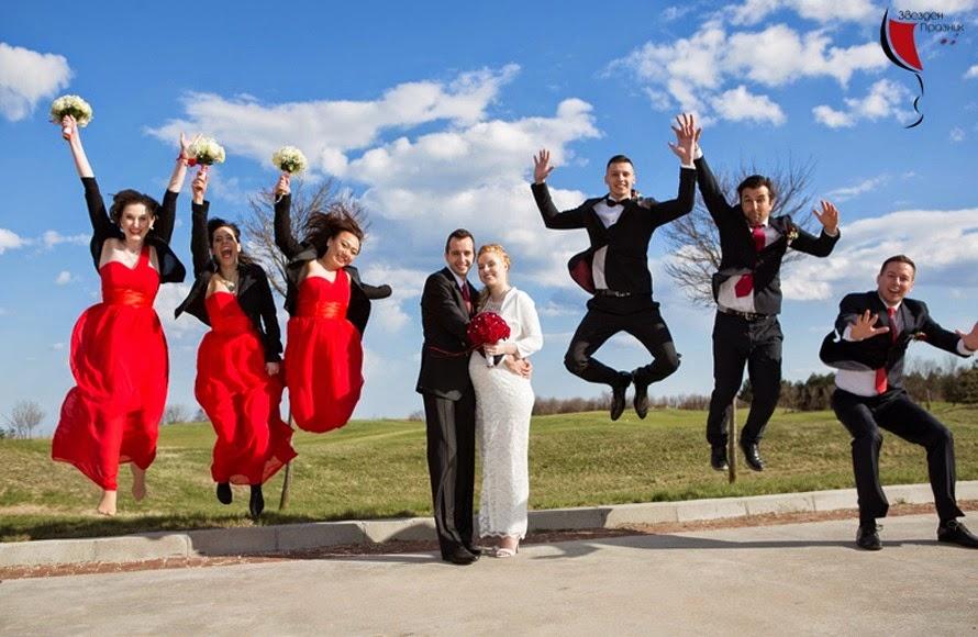 забавна сватбена фотосесия