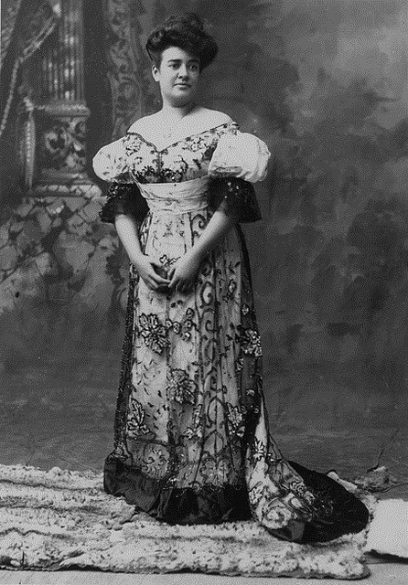 Vintage everyday fashion of the 1900s