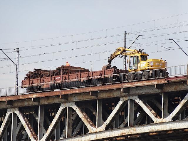 Remont mostu Średnicowego w Warszawie.