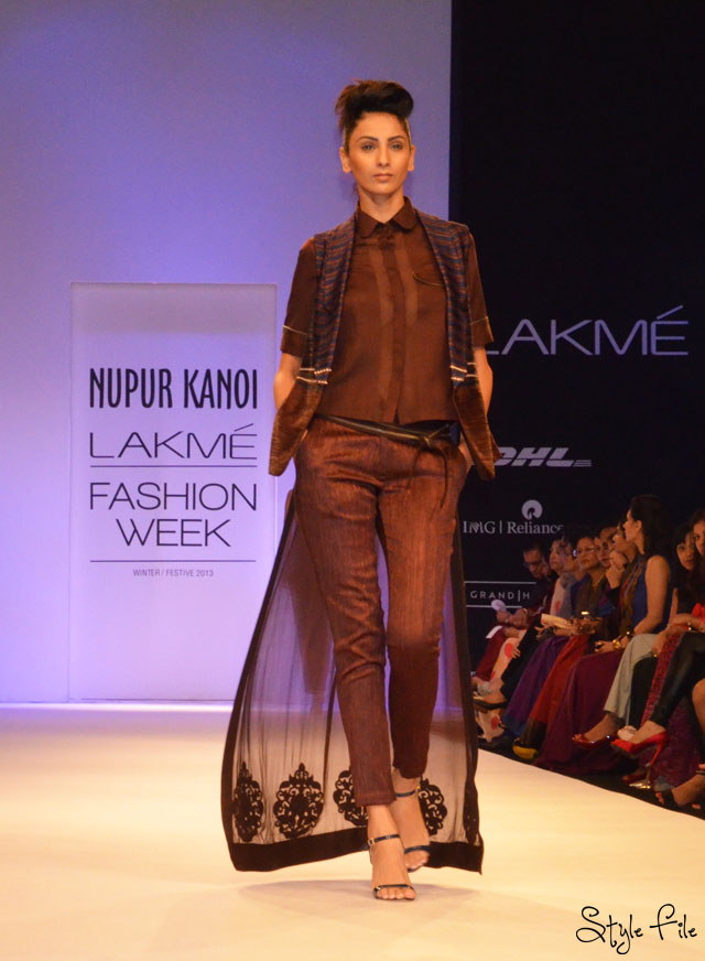 lakme fashion week nupur kanoi brown pants trail vest