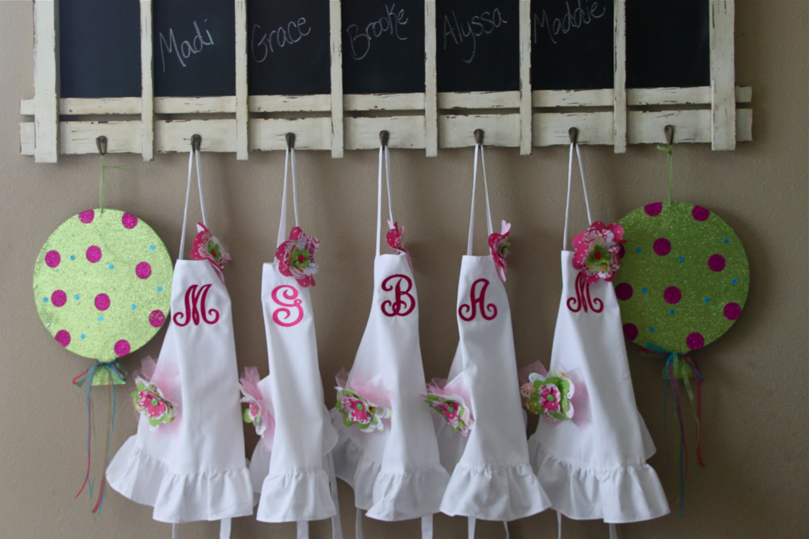 White apron hobby lobby - To Make The Flower Embellishments They Used Graduated Cookie Cutters To Trace And Cut Different Sized Flowers Out Of Fabric Then Hand Stitched Them