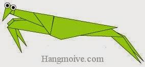 Bước 21: Gắn mắt để hoàn thành cách xếp con Bọ ngựa bằng giấy theo phong cách origami.