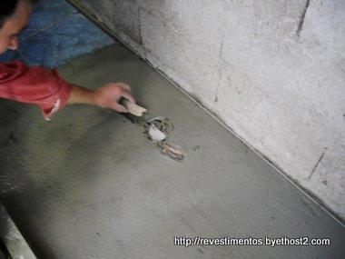 Como revestir el piso del ba o - Rellenar juntas piso madera ...