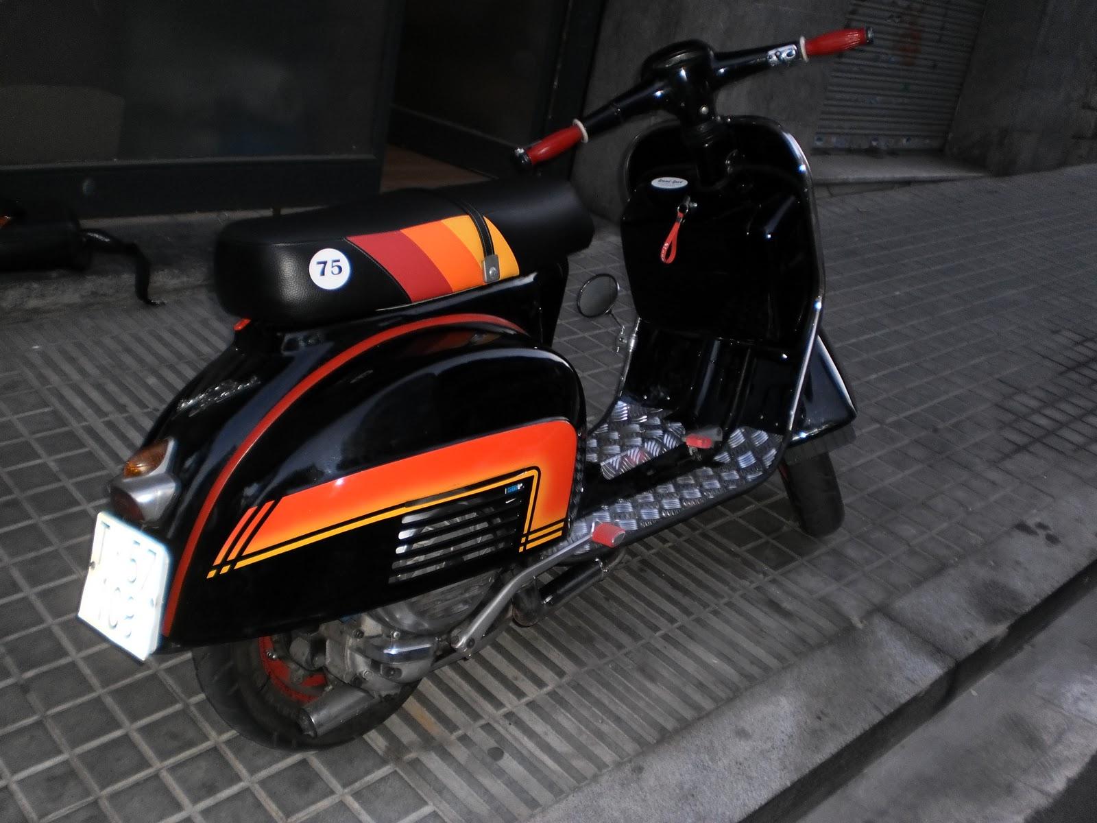 Un tapizado de vespa nico tapizar asiento moto en barcelona for Tapiceria de asientos de moto
