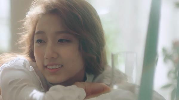 Lovelyz' Yein (예인) in Hi~ MV