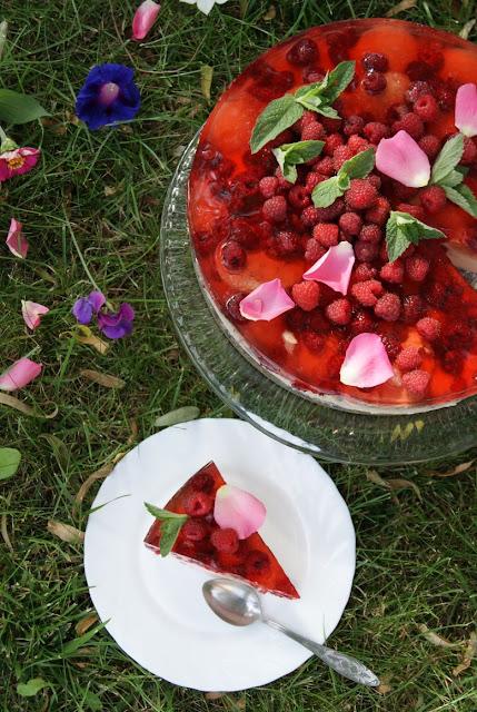 sernik z malinami, sernik na zimno, ciasto na zimno, maliny przepisy, na zimno, owocowe ciasto, przyjęcie w ogrodzie, smak dzieciństwa