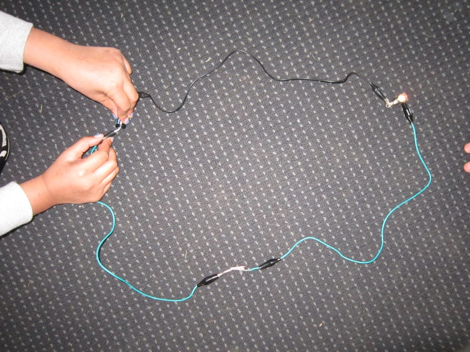 Similiar Conductor Light Bulbs Keywords Incandescent Bulb Diagram Cyberphysics The Electric Inspiring Electricity Conductors