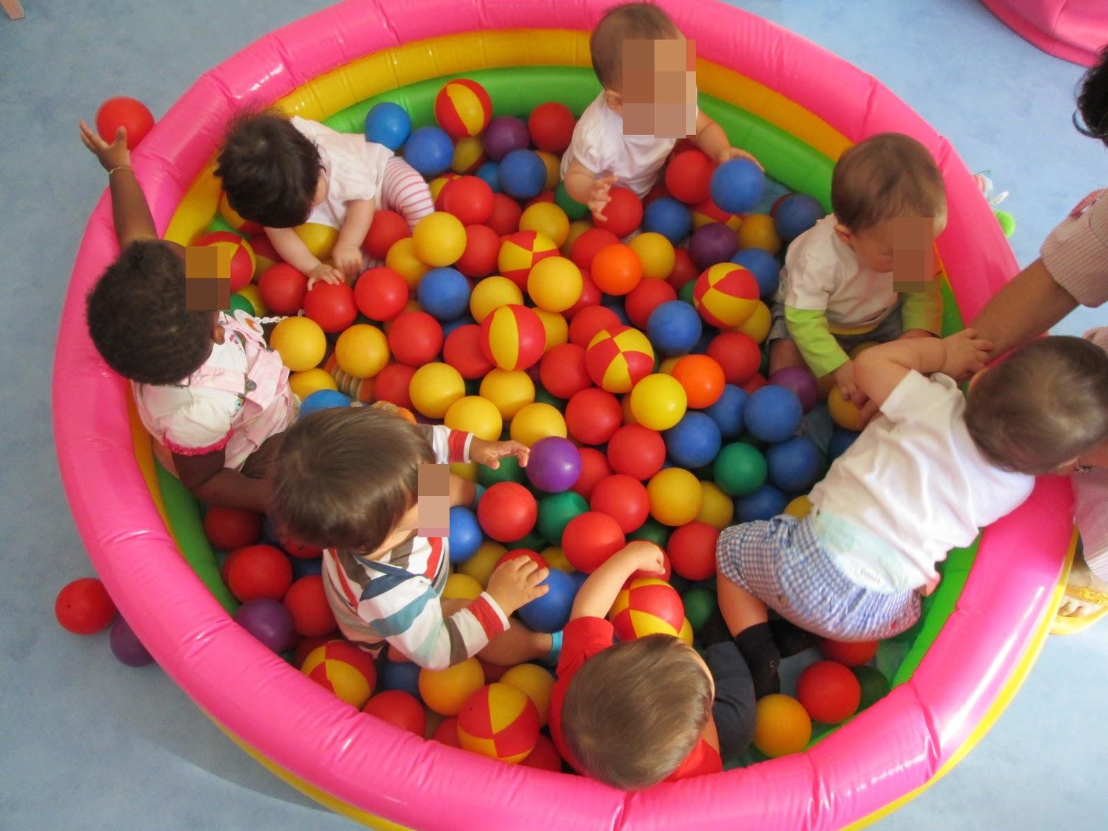 Sala dos beb s piscina de bolas for Piscina de bolas para bebes