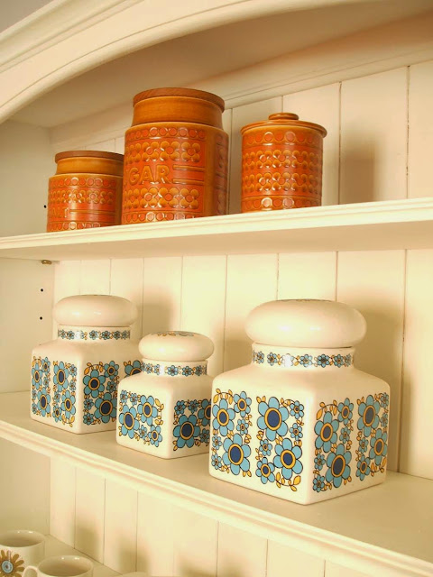 Revamping a dresser with chalk paint and my collection of vintage Hornsea and Taunton vale ceramics