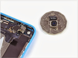 Detailed internal components of the iPhone 5c smartphone