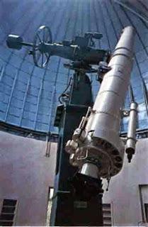 С помощью такого линзового телескопа (Диаметр линз 61 см, длина трубы 11м) получают точные данные о положении звезды, а на их основании - о расстоянии до нее и ее движении.