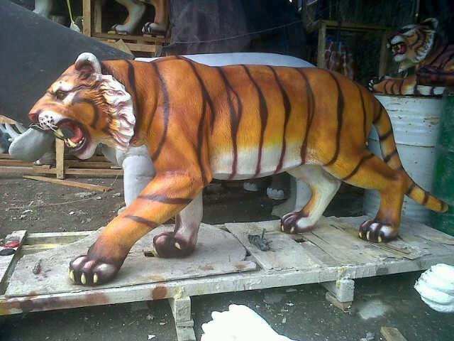 patung harimau macan sumatra