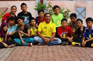 Kadet Pertahanan Awam KAPA SMK Luar Bandar No.1 Sibu bersama Cikgu Hailmi