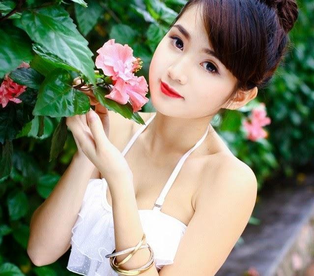 Hot Girls Chu Quynh Phuong in Bikini Pictures