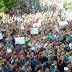 """الشرطة تغلق الطرق أمام """"عين شمس"""" مع تصاعد تظاهرات الطلبة والمدرعات تدخل الحرم"""