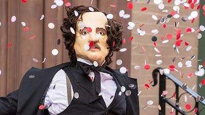 Seguidor de Joe Caroll disfrazado de Edgar Allan Poe