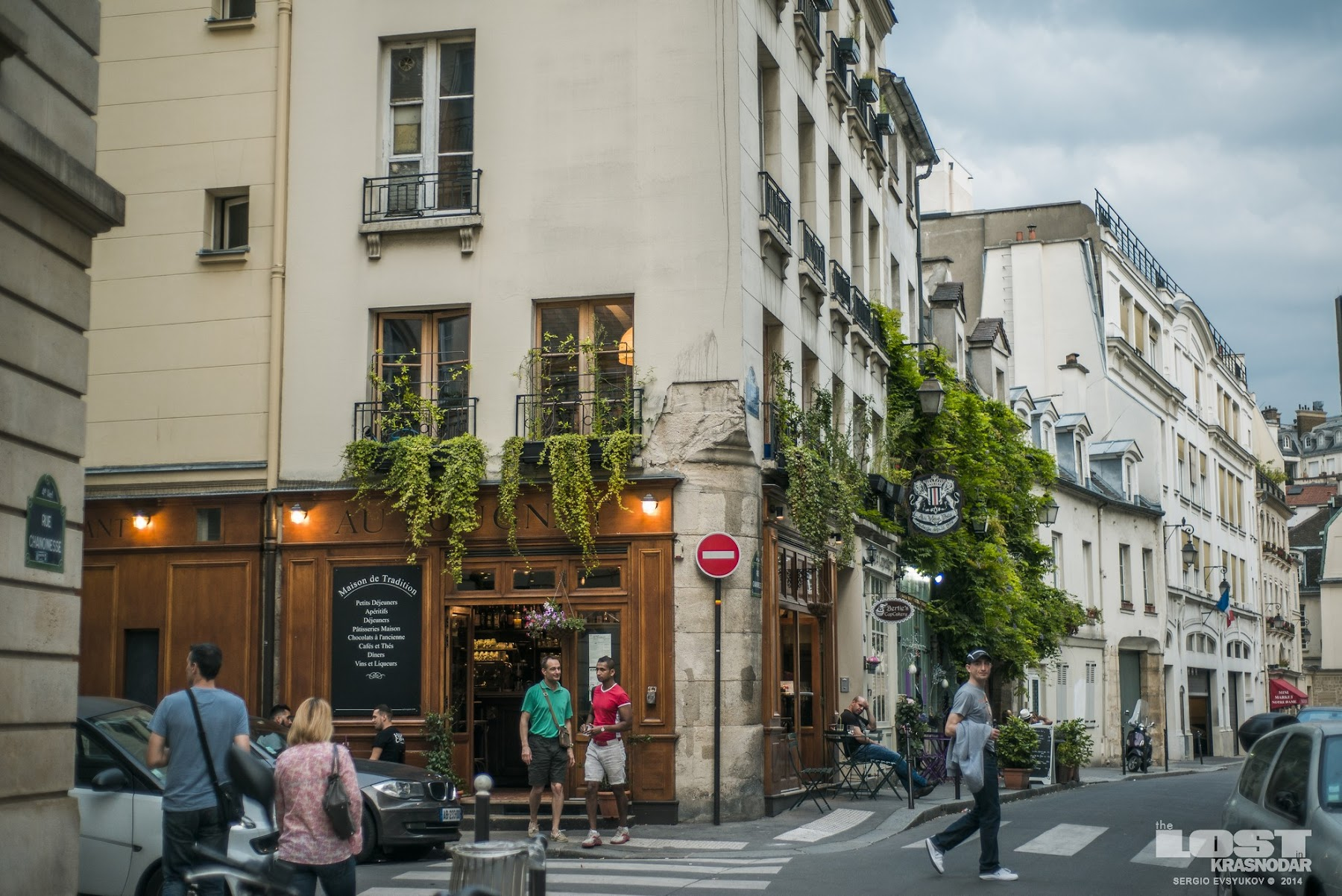 picturesque Parisian street