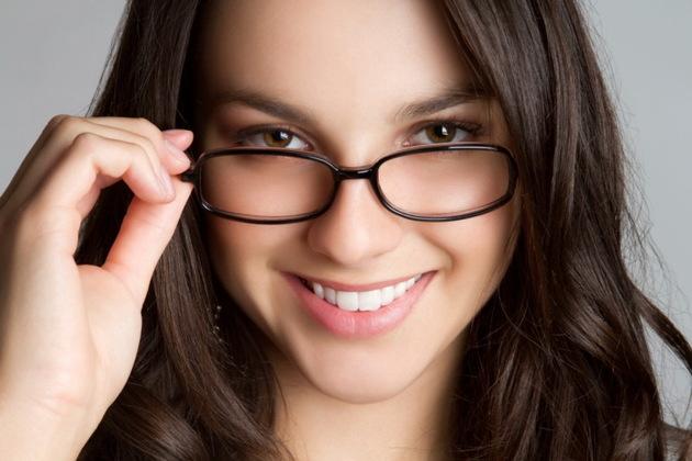 Tips Make Up Saat Mengenakan Kacamata