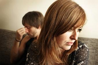 علامات تدل ان حبيبك لم يعد يحبك..ويفكر بالانفصال عنك  - sad-man-and-woman