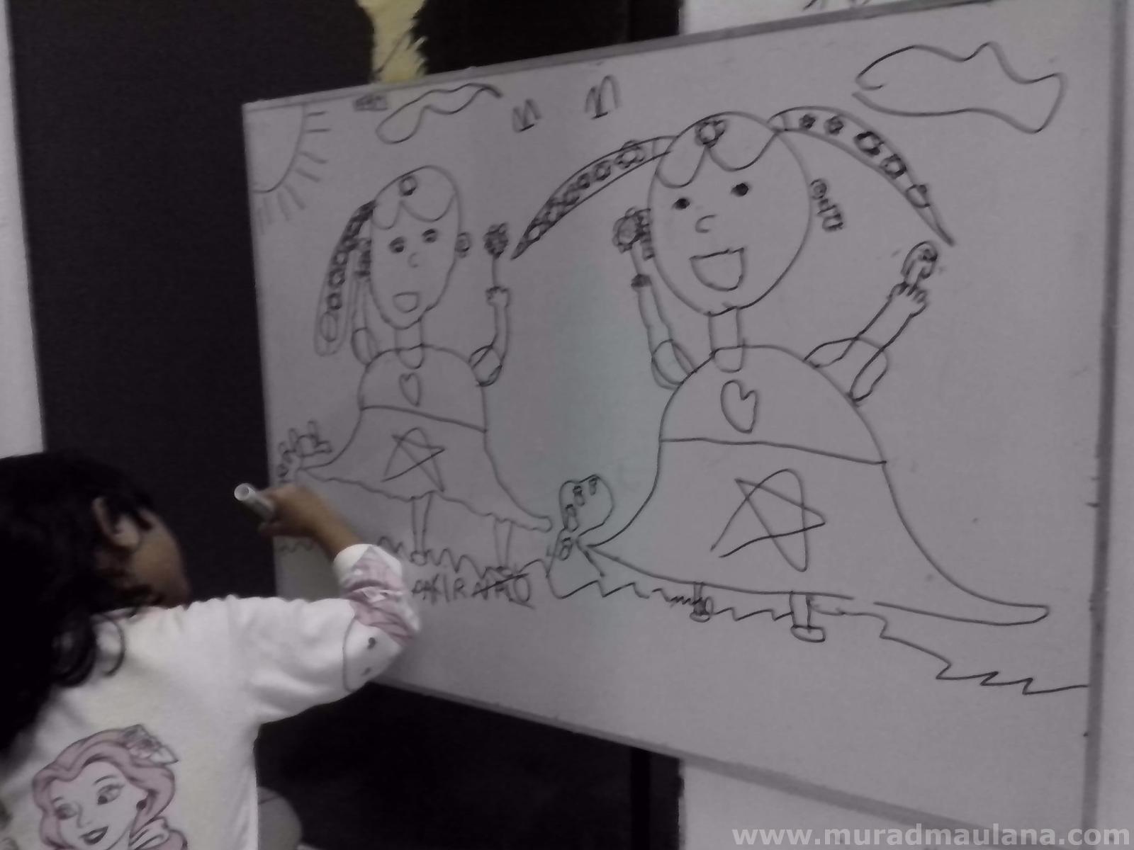 Anaku, Keira Sedang Belajar Menulis dan Menggambar