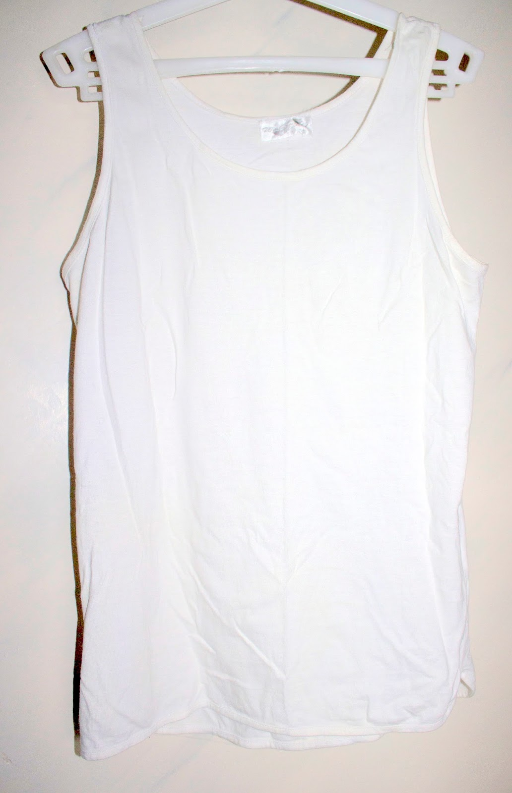 DIY THURSDAY -  WHITE TEE TO CROP TOP