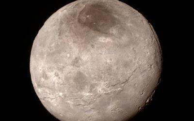 Hipernovas: Sonda New Horizons Manda Para a Terra Imagem de Caronte em Alta Resolução [Artigo]