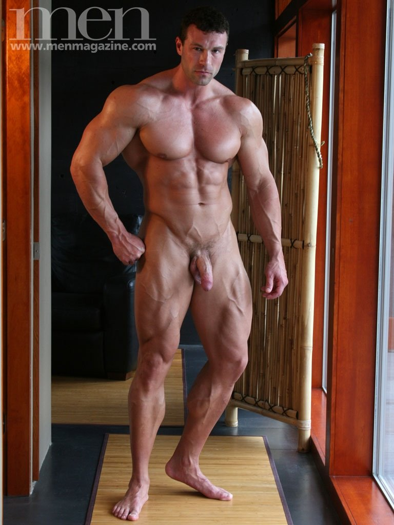 Sportsman Bulge Naked : Bodybuilder Penis Line