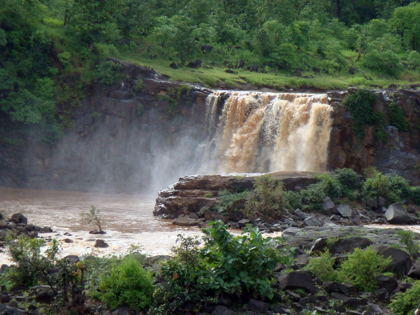 Saputara India  city pictures gallery : Undiscovered Indian Treasures: Saputara: Gushing Waterfalls, Drifting ...