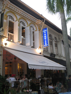 Many tourists come upwards to await at the Arab touches that convey life to Arab Street Singapore attractions : Arab Street