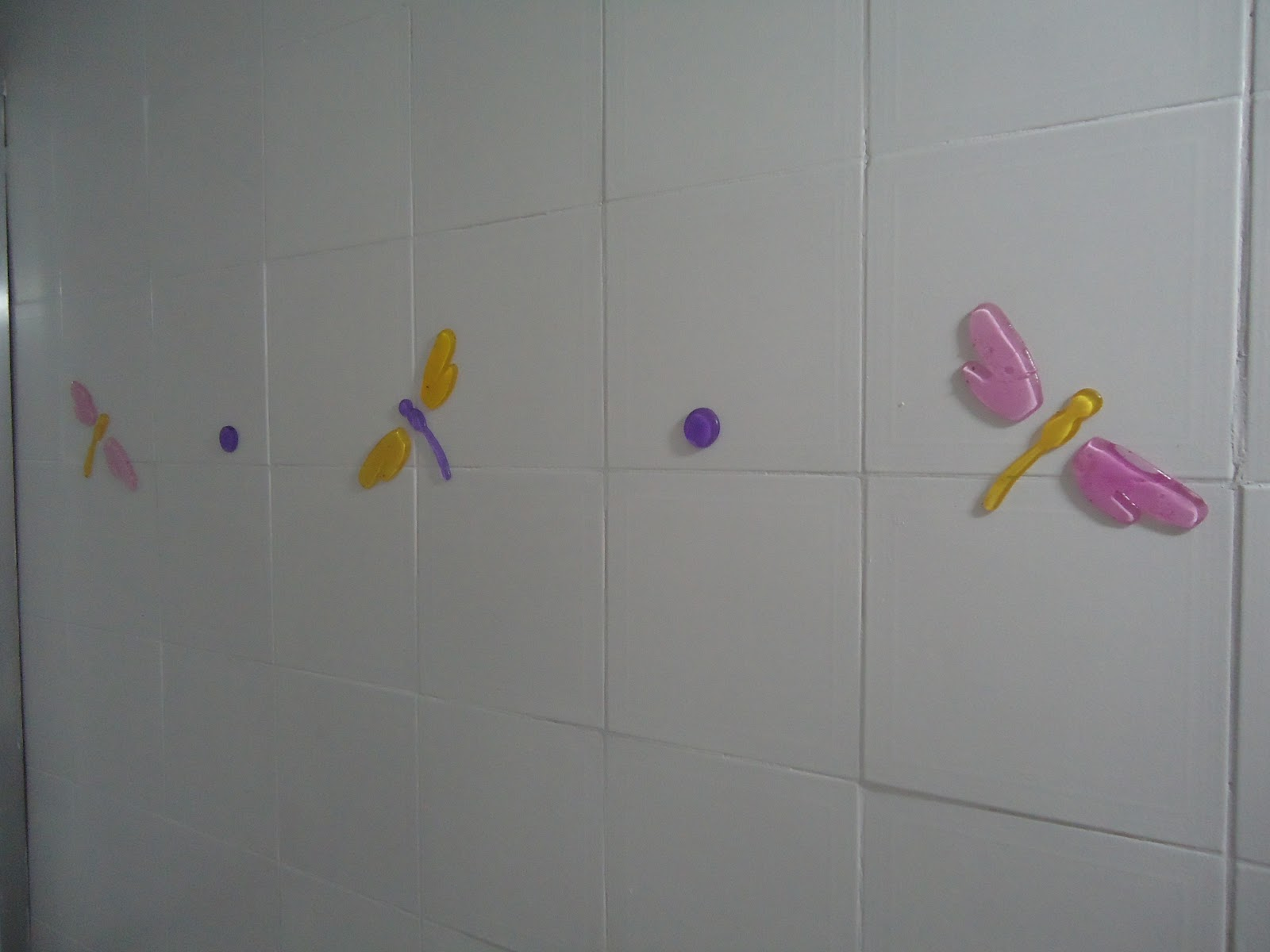 Ah! Esqueci de comentar que o azulejo era na cor bege assim só  #856B27 1600x1200 Banheiro Azulejo Pintado