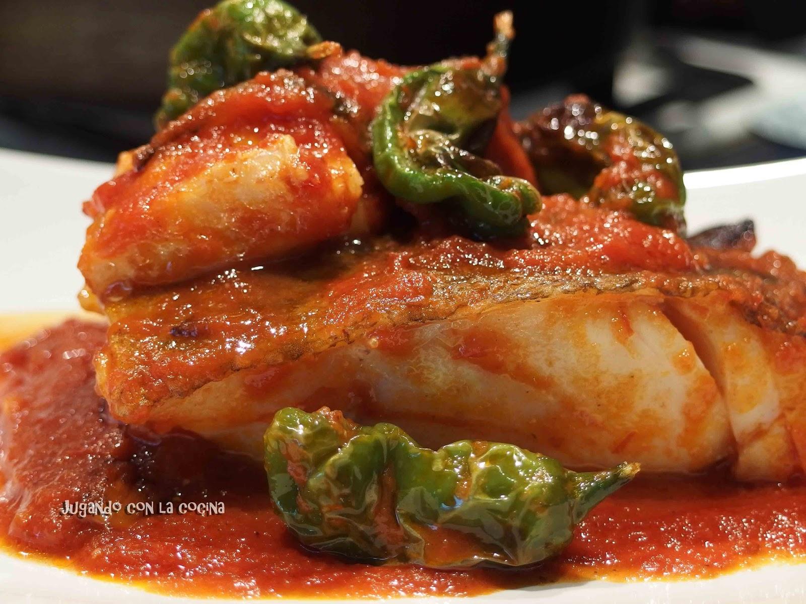 Jugando con la cocina bacalao con tomate y pimientos de - Bacalao fresco con tomate ...