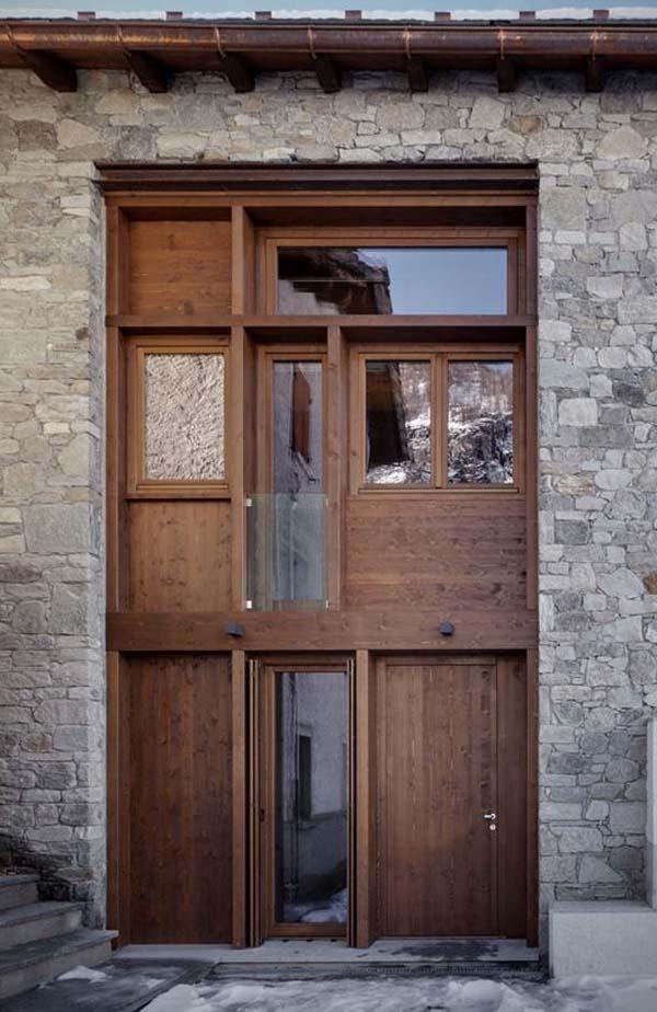 vista frontal de la puerta que ilumina todo el interior
