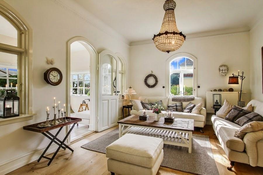 wystrój wnętrz, home decor, wnętrza, dom, mieszkanie, aranżacje, dworek, styl skandynawski, mix stylów, salon, pokój dzienny, glamour, białe wnętrza, żyrandol, dodatki