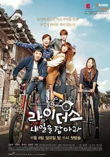 """SINOPSIS/ Cerita Tentang Riders: Catch Tomorrow. Seri drama populer dengan rating tertinggi di tahun 2015 ini berjudul """"Riders: Catch Tommorow"""" yang tayang pada tanggal 8 November 2015 lalu hingga kini sedang tayang setiap hari minggu di channel televisi E-Channel dan juga DRAMAcube.   Drama Korea """"Riders: Catch Tomorrow"""" hanya memiliki durasi sebanyak 12 saja yang alur ceritanya di tulis oleh  Park Sang-Hee sedangkan sutradanya nya adalah Choi Do-Hoon. Seri drama ini bercerita tentang tiga sahabat yang berencana memulai dan bekerja sama dalam sebuah bisnis baru yang menjanjikan.   Serial drama """"Riders: Catch Tomorrow"""" banyak di bintangi aktor-aktor tampan Korea di antaranya ada Kim Dong-Wook, Choi Min dan juga Yoon Jong-Hoon. Selain itu ada juga aktris cantik """"Lee Chung-Ah"""" yang di tahun 2016 ini akan bermain di seri drama Korea """"Vampire Detective"""". Oke langsung sekarang bisa disimak SINOPSIS Tentang Riders: Catch Tomorrow selengkapnya.   SINOPSIS Tentang Riders: Catch Tomorrow :  Menceritakan tentang kehidupan 3 orang sahabat yang ingin bekerja sama dalam suatu bisnis baru yang pertama Cha-Ki-Joon diperankan oleh Kim Dong-Wook merupakan seorang terpelajar dan karirnya di mulai dari karyawan rendahan di perusahaan besar, sampai saat ini Ia belum mencampai kebahagiaan.   Kemudian ada Yoon So-Dam diperankan oleh Lee Chung-Ah dan Go Tae-Ra diperankan oleh Choi Yeo-Jin yang keduanya merupakan sahabat dan teman semasa kecil Ki-Joon. So-Dam telah banyak bekerja paruh waktu sedangkan Tae-Ra merupakan mantan altet bersepeda.   Mereka bertiga akhirnya memutuskan untuk memulai kerjasama dalam membangung ide-ide bisnis barunya, kisah cinta dan persahabatan di antara mereka juga membuat banyak orang penasaran, Bagaimana kisah selanjutnya di antara mereka bertiga?   ====================================  Detail Tentang Drama Riders: Catch Tomorrow :  ====================================  Judul : Riders: Catch Tomorrow  Judul Lainnya : Raideosei : Naileul Jabara / 라이더스 : 내일을 잡아라 """