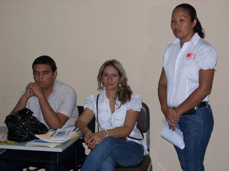Coord. Zonal de Liceo Bolivarianos (centro) atenta al conversatorio generado.