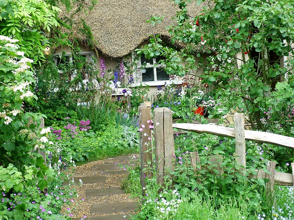 Design an English Country Garden with our Top 10 Cottage Garden