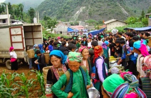 Náo nức đi chợ phiên Lũng Phìn Hà Giang2