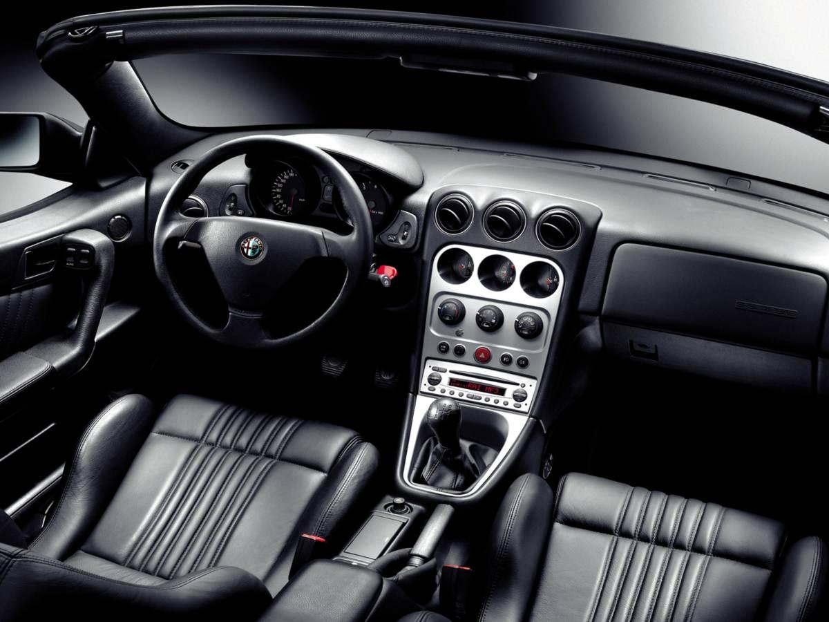 Alfa Romeo Spider 2005 - interior