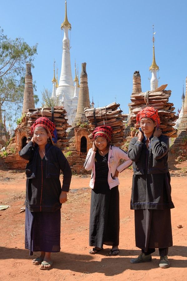 Hill tribe women carrying firewood at Shwe Indein