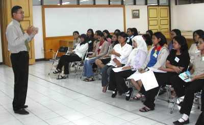 Mengapa seorang pegawai baru maupun pegawai lama perlu diberi pelatihan dan pengembangan?