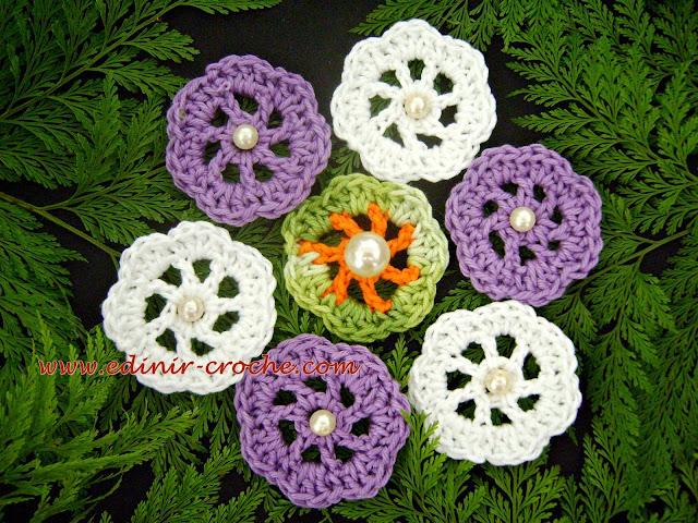 flores em tecido para broches edinir-croche