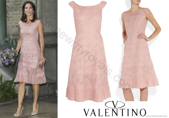 Princess Mary wore Valentino pink lace and pleated silk organza dress and Gianvito Rossi metallic leather heels.