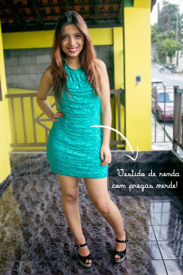 Jéssica Guedes com Vestido de renda com pregas. Verde.