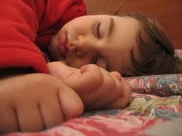 tidur menyamping gaya peminta
