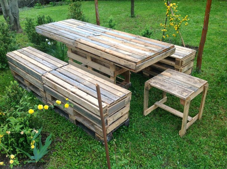 Garden Table and Bench from upcycled Pallet
