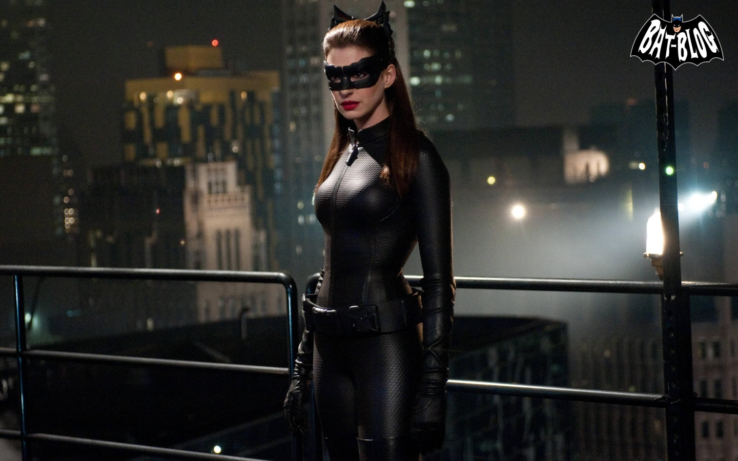 DARK KNIGHT RISES Batman Movie Wallpapers  ANNE HATHAWAY is CATWOMAN