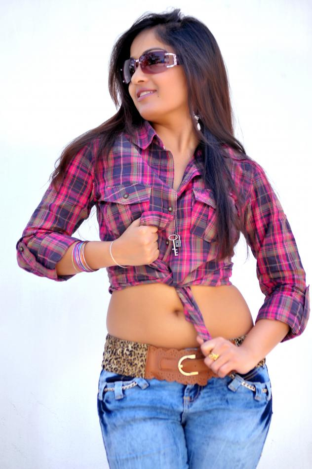 Madhavi Latha Hot Photoshoot , Madhavi Latha Hot Navel Pics