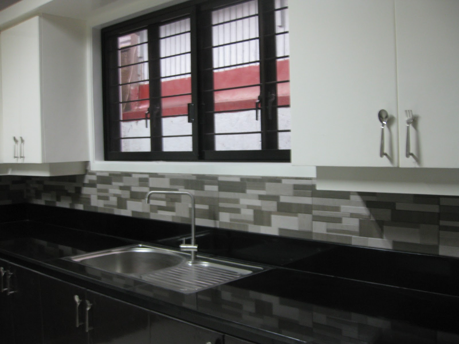 dark brown kitchen cabinets html with Baby Got Back Splash on 9529a30eee075348 besides 623c4b082af20de3 additionally 9e2b8e3c9f6e07b5 additionally 15 Monterna Salonia Oneirika Diakosmisi Spitiou in addition My Img M4a4 Neo Noir.