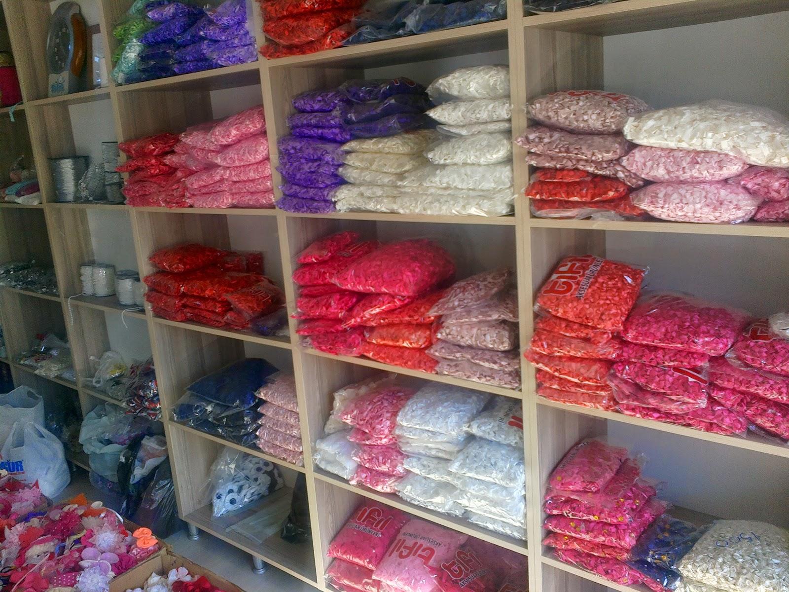elbise ve yatak örtüsü süslemelerinde kullanılan çiçek imalatı yapan tekstil firmaları