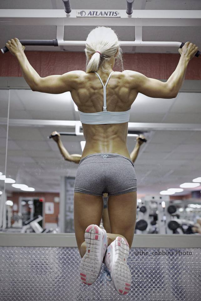 fitness+babe+victoria+d'ariano+ripped+back+pull+ups.jpg